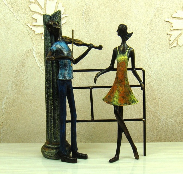 Retro Wrought Iron Art Proposal Lovers Figurine Abstractive Resin ...