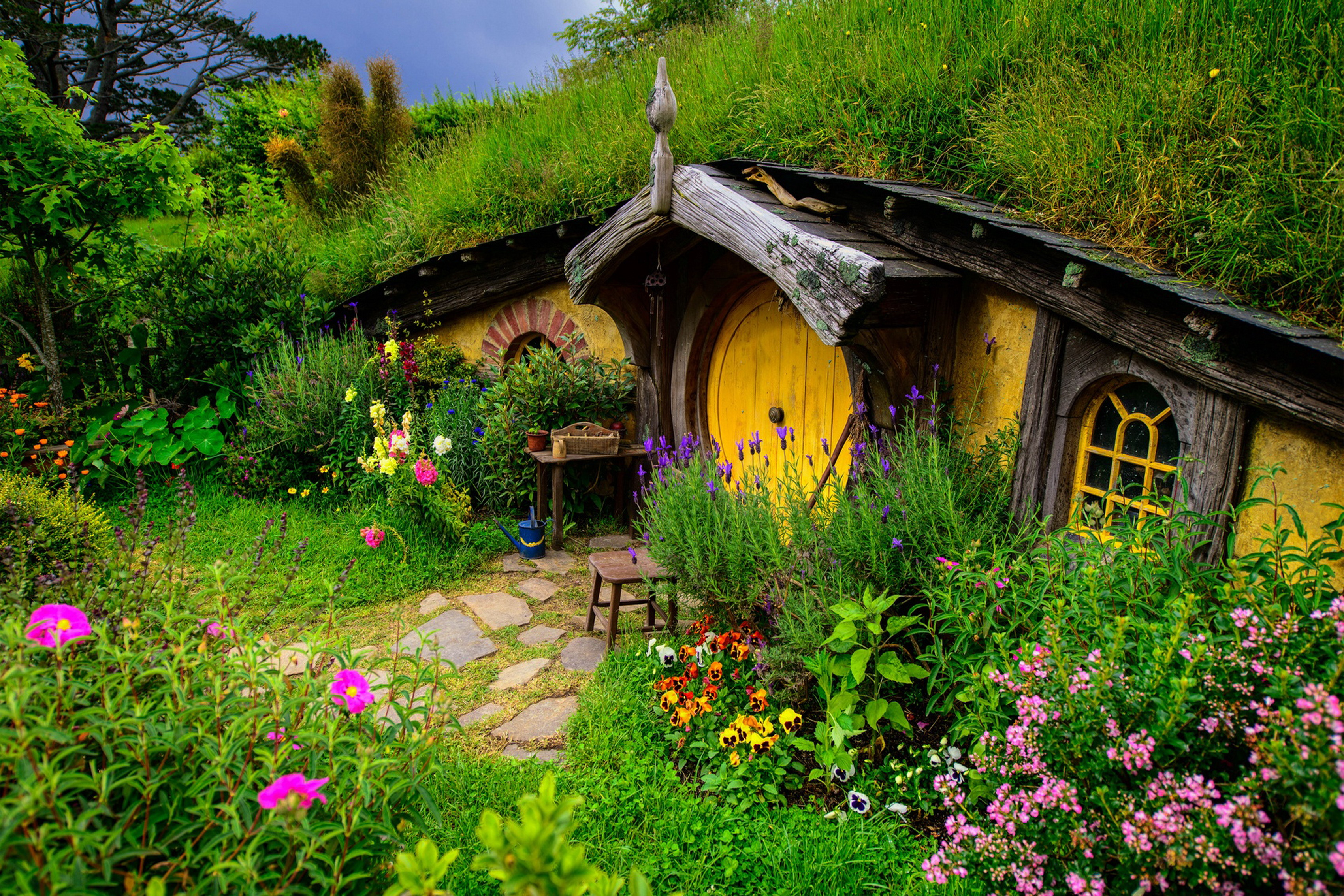 lord of the rings hobbit house hill flowers grass living room home art decor wood frame fabric. Black Bedroom Furniture Sets. Home Design Ideas