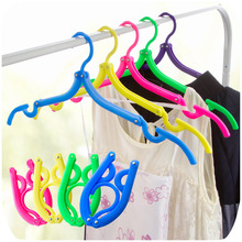 10Pcs/Lot Magic Creative Portable Folding Clothes Hanger Candy Color Anti Skid Universal Multifunctional Rack At Home Or Travel