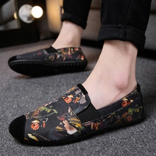 ФОТО breathable gold floral print men's shoes summer flats new 2018 slip on casual shoes men canvas espadrilles light loafers male
