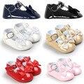2017 Nuevo 6 Corlors Bebé Princesa de Las Muchachas Zapatos Del Niño Recién Nacido suave Suela de Cuero de LA PU Primeros Caminante Bebe Niño Zapatos Sapatos Bebe