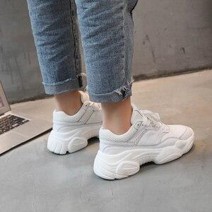 Image 3 - Zapatillas de deporte de primavera y otoño para mujer, cómodas y transpirables de PU y malla, zapatillas de plataforma para mujer, zapatillas informales con caída de zapatos, tienda