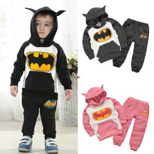 Новинка года, одежда с Бэтменом для маленьких мальчиков и девочек комплект из 2 предметов: топ с капюшоном+ штаны комплект детской одежды на возраст от 2 до 7 лет