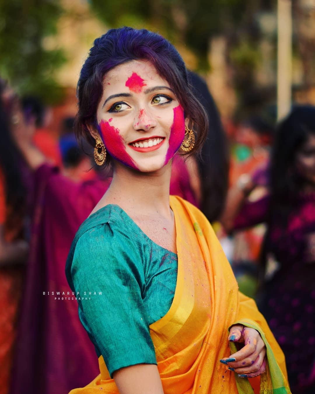 印度网红小姐姐joyeeta_sanyal洒红节 第4张