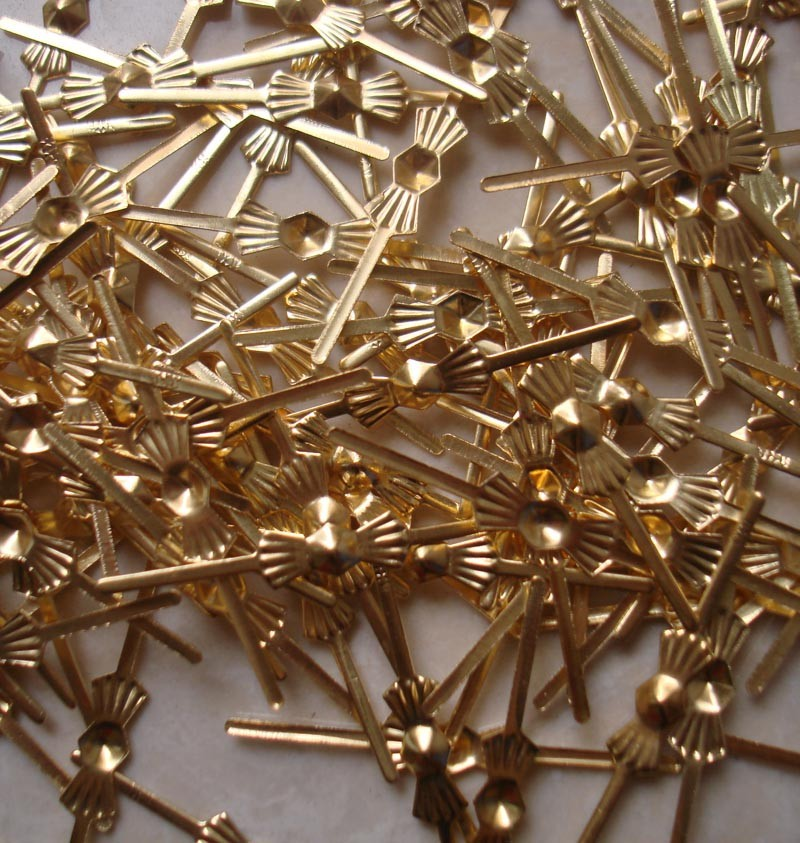 Best Price 100pcs Gold Bowtie Pins Connectors Crystal Prisms Of Chandelier Lamp Parts Connectors Accessories For Glass Pendants