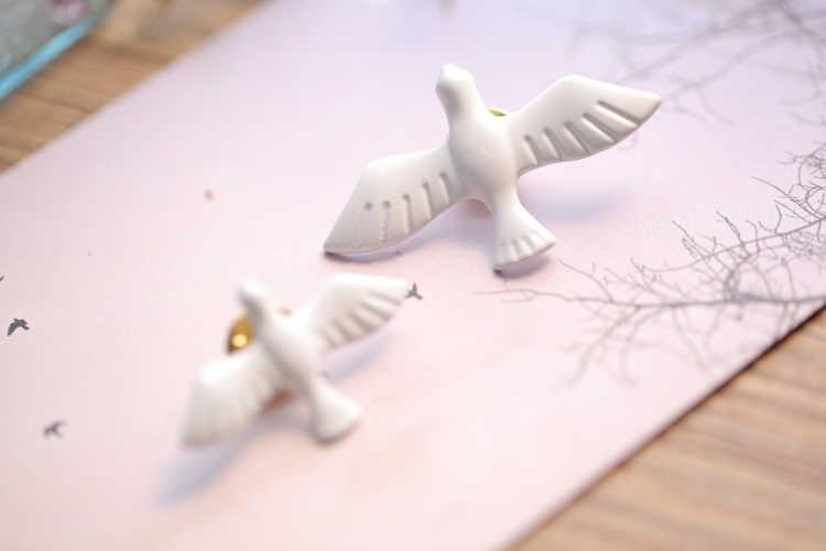 2018 Panas Baru Korea Fashion Logam Seni Putih Dove Peace Dove Bros Korsase Kerah Pin Lencana untuk Wanita & Pria perhiasan