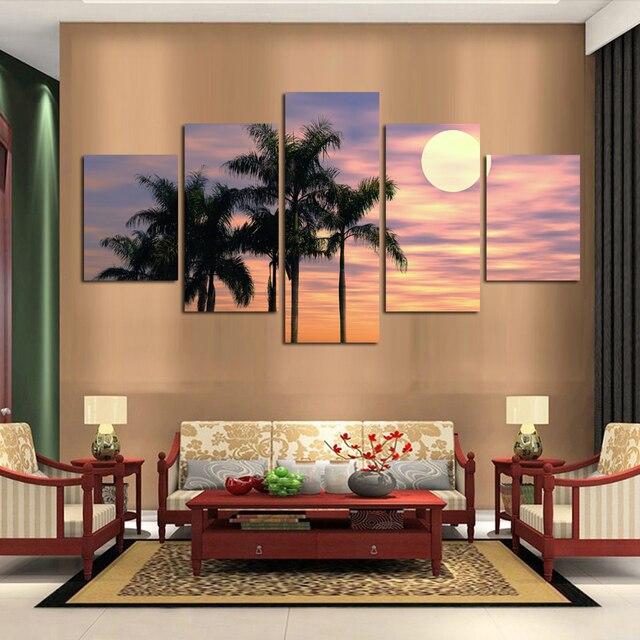 Hd Mencerminkan Tenang Landscape Sunset Dari Pohon Yang Tinggi Dan Ruang Tamu Dapur Rumah