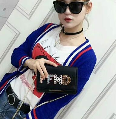2019 European and American retro Crossbody bag chain hand bag lady all-match simple hand single shoulder bag 19X11X5CM FD6572019 European and American retro Crossbody bag chain hand bag lady all-match simple hand single shoulder bag 19X11X5CM FD657
