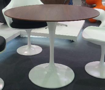 Walnut Wood Surface Round Tulip Dining Table Tulip Table Diameter 120CM  90CM Diameter