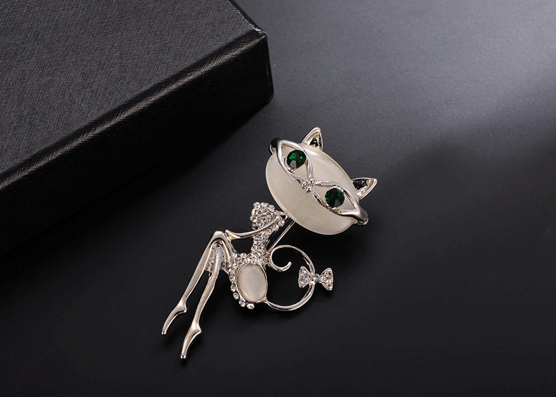 2018 Fashion Lovely Cat Brooches Crystal Crown Queen Corsets Women Hats Scarf Suit Brooch For P Accessory Jewelry