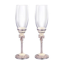купить Fashion Metal Goblet Decorated Champagne Glasses Wedding Toasting Champagne Cup Set with diamond Metal Stem Drinking Glasses по цене 2474.85 рублей