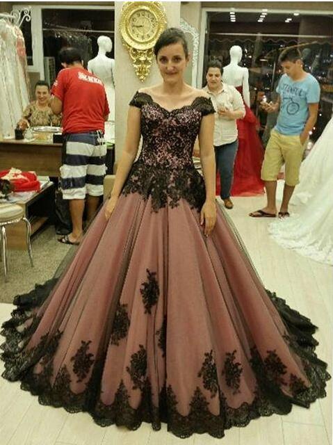 Vintage Vestidos de Baile 2017 Vestidos de Bola con Apliques Negro Sweetheart Fuera Del Hombro de Barrido Tren Vestidos Formales de La Boda