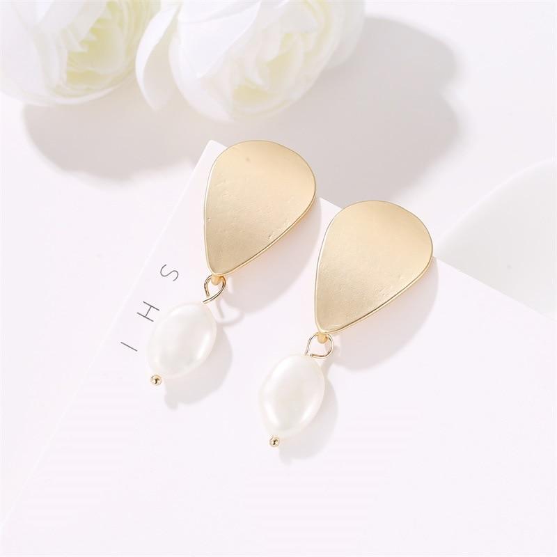 Korean Version of The Popular Earrings Baroque Freshwater Pearl Simple Asian Gold Metal Spot Wholesale