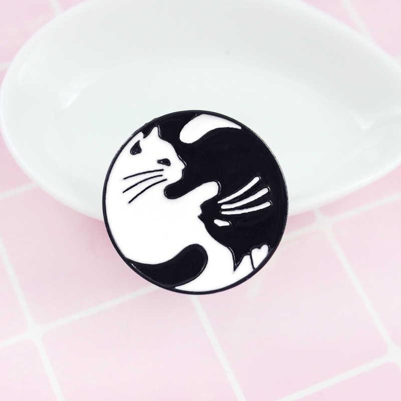 Kucing Berbaring Telentang Bulat Kepribadian Bros Cocok untuk Denim Ransel Pasangan Bros dan Anak-anak Hadiah Teman
