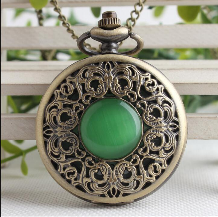 Vintage Bronze Imitation Emerald Gem Pocket Watch Hollow Men Women Quartz Pocket Watch Necklace Pendant Gift Watches P0088