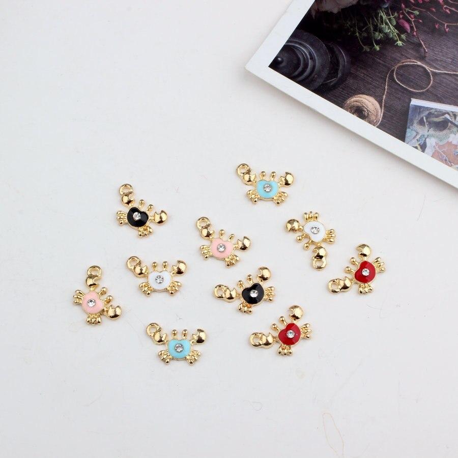 Conjunto de 5 Blanco Esmalte ovejas encantos//Colgantes-Artesanía /& fabricación de joyas