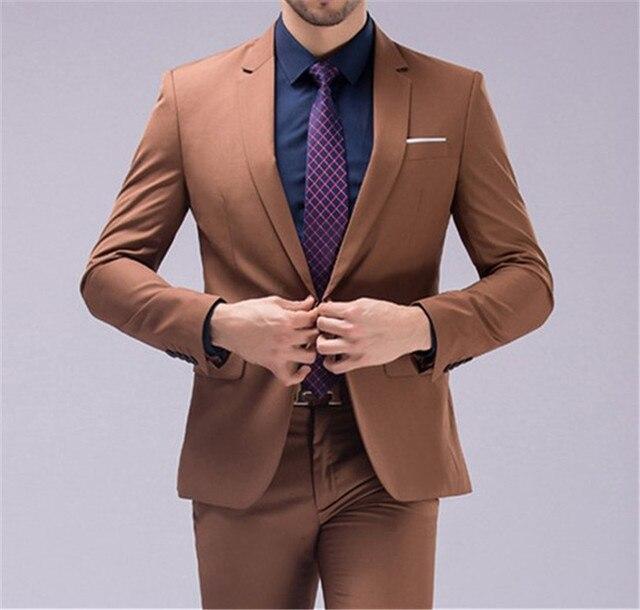 茶色のスーツ男性 2018 ブランドスリムグルーミング結婚式のスーツ韓国のファッションパーティーボール衣装シャツパンツ