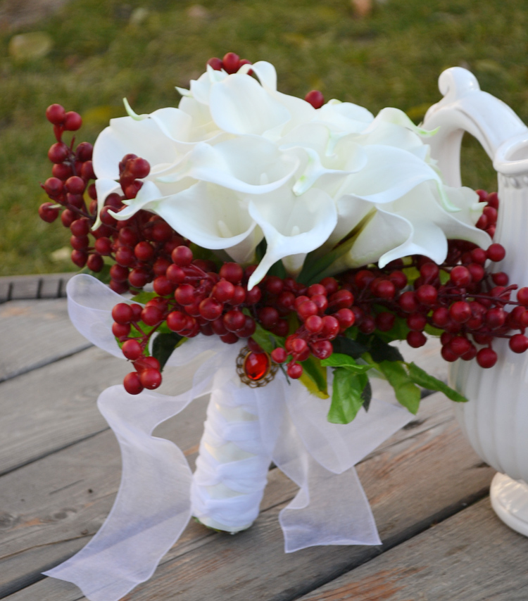 Handmade Holiday Bouquet PU Calla Party Tuzzy muzzy Wedding Bride holding Flowers Red Berry branchlets Posy
