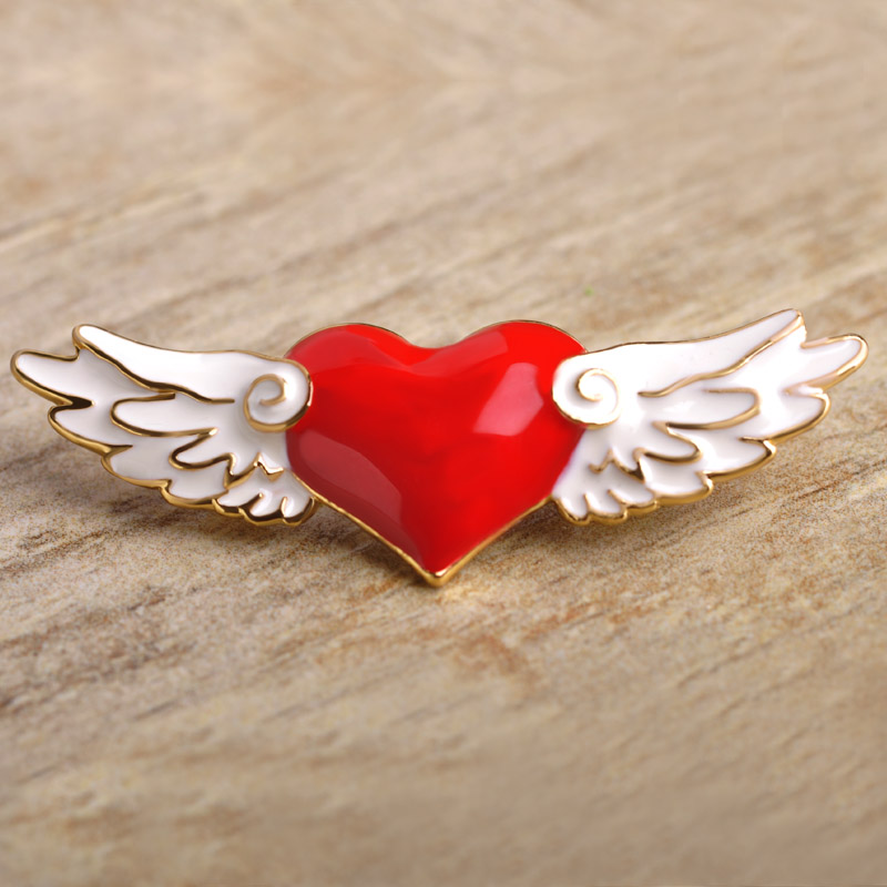 New Brooches CardCaptor Sakura Heart Wings Exquisite Enamel Esmalte Gold- Cartoon Anime Icon Pins Hairpins Cosplay Bijoux