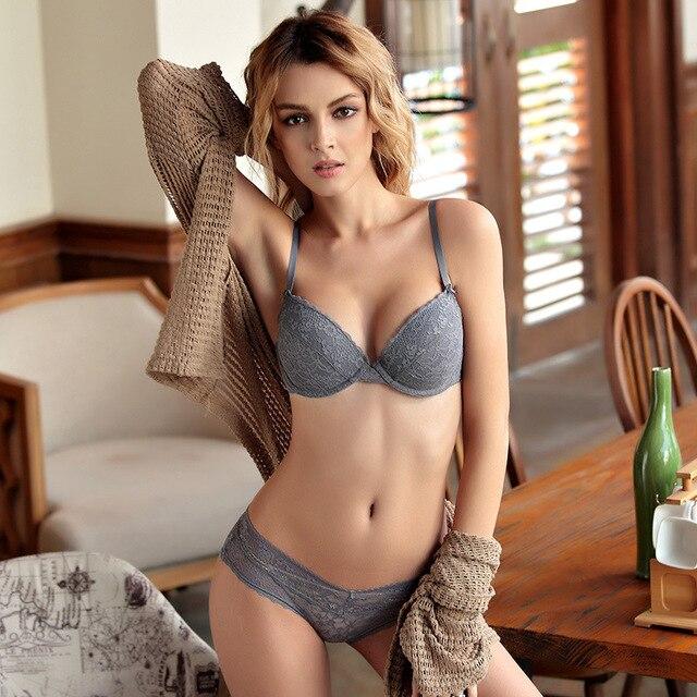 Conjunto de lencería sexi íntima de mujer ropa interior de encaje sujetador  bragas escote en V 62fa6816cad3
