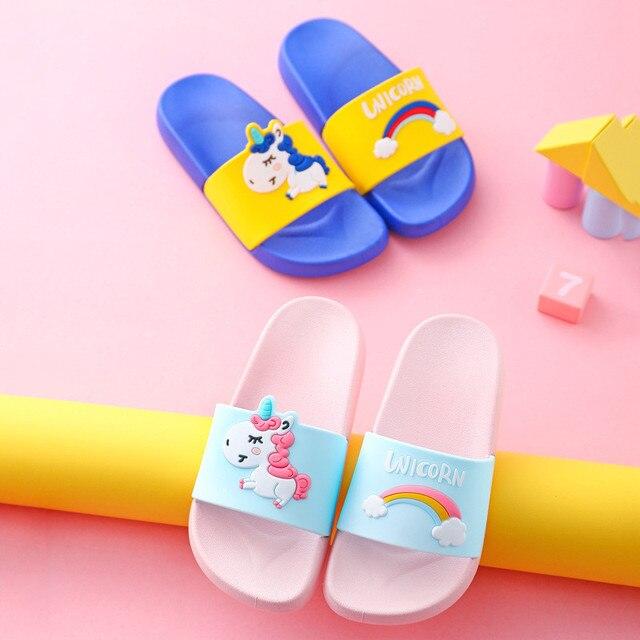 Unicorn Pantofole Per Il Ragazzo Della Ragazza Del Fumetto Arcobaleno Scarpe 2019 di Estate Todder di Vibrazione di Cadute di Pistoni Pistoni Della Spiaggia di Nuoto Del Bambino Coperta Pantofola 3