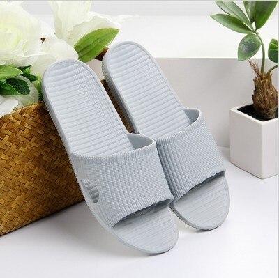 Домашние тапочки для пары; сезон лето; Домашние Нескользящие шлепанцы для ванной; уличная мода; амортизирующая повседневная обувь в полоску для мужчин и женщин; пляжная обувь - Цвет: 08 light gray