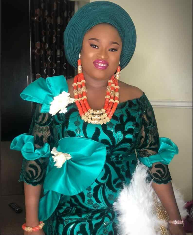 Нигерийская кружевная ткань 2019 высокое качество блестящая бархатная кружевная ткань Золотая вышитая Тюль африканская бархатная кружевная ткань L1710B-11