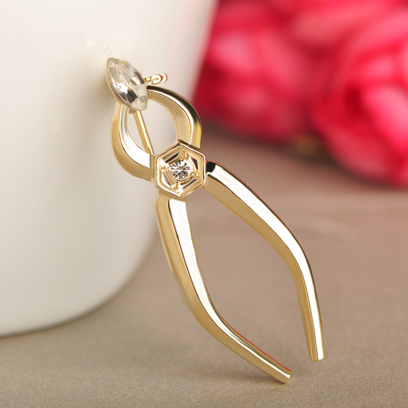 Blucome Fashion Style Scissors Tools Corsage Crystal Gold Color Pliers Brooches Women Men Scarf Clothes Accessories Child Gifts