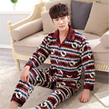2016 Otoño y el invierno A Cuadros Clásicos Engrosamiento serie de Moda del collar del cuadrado Botón de Los Hombres de la Franela pijamas Casa ropa traje