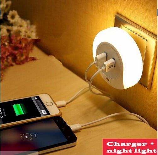 Kaksinkertainen USB-virta LED-yövalaisin seinävalaisin Makuuhuoneen valaistus kytkinpistokkeella Koti Sisätilan anturivalo kodinsisustusvalaisimeen