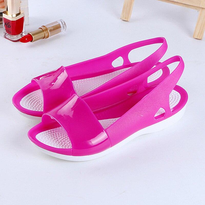цена на Women Sandals 2018 Summer New Candy Color Women Shoes Peep Toe Stappy Beach Valentine Rainbow Croc Jelly Shoes Woman Flats
