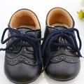 Con estilo Muchachas de Los Bebés Zapatos Del Pesebre Del Niño Antideslizante Zapatos de Encaje de Cuero de LA PU 0-12 M