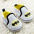 Ventas calientes batman impreso niños zapatos de prewalker del bebé primeros caminante de la historieta 2 colores