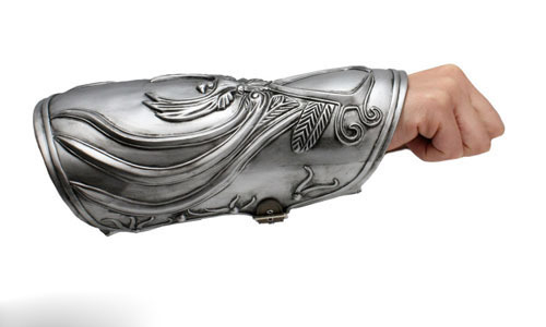 Good 1pcs Hidden Blade Brotherhood Ezio Auditore Gauntlet Replica Cosplay Christmas Gift Toys Free Shipping Action & Toy Figures