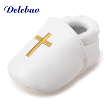цена на Delebao New Design Christening Baby Shoes Pu Vamp For Newborn Baptism First Walkers The Church Cross Baby Christening Shoes