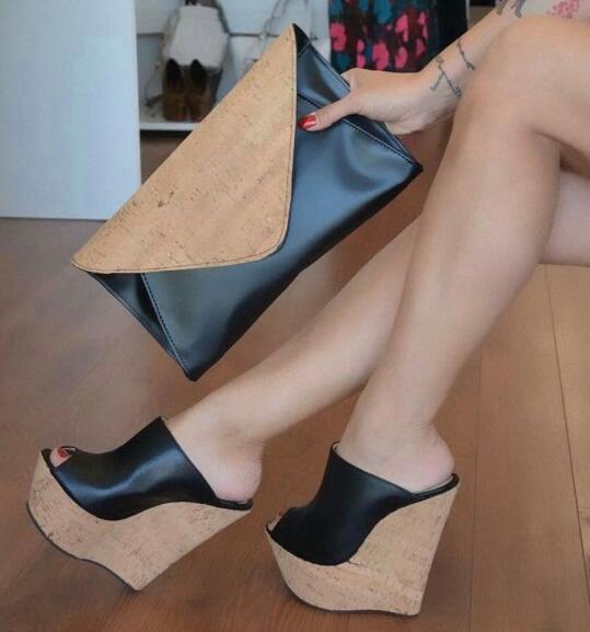 Moraima Snc Noir Liège Plate-Forme Sandales Peep Toe Wedge Talon Mules D'été Sexy Sandales pour Femme Super Haute En Cuir Noir diapositives