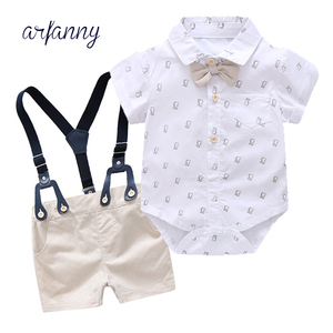 Moda dla dzieci chłopiec dżentelmen odzież zestaw pajacyk dziecięcy z krótkim rękawem koszula z Bowtie + spodenki 2 sztuk niemowląt formalne dziecko kraty garnitur