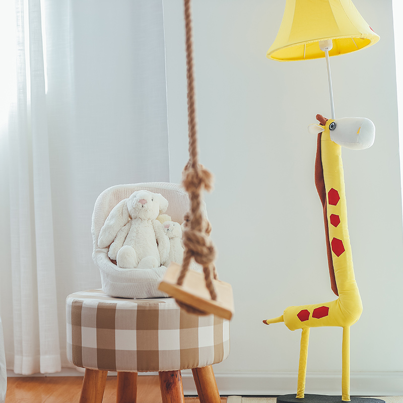 Cartoon giraffe LED floor lamp living room bedroom bedside lamp modern minimalist creative children's room floor lamp french garden vertical floor lamp modern ceramic crystal lamp hotel room bedroom floor lamps dining lamp simple bedside lights