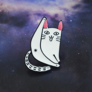 Lazy White Cat Brooch Pink Ears Smile Fork Legs Sexy Cat Dew Ass Cute Enamel Pin Denim Backpack Hat Animal Badge Family Pet Gift(China)