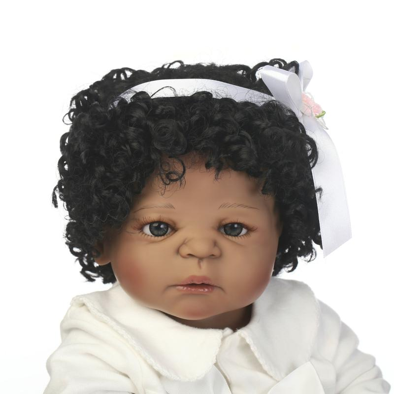 Black skin full body silicone reborn baby dolls 22 lifelike newborn girl curly hair wig bebe princess reborn bonecas kids gift