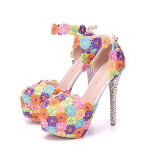 Image 3 - 크리스탈 퀸 여러 가지 빛깔의 꽃 빛나는 여자 샌들 웨딩 신발 일치하는 가방 클러치 14 cm 하이힐 여성 펌프 파티
