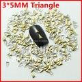 Nail art decoração ouro metálico 500 unidades/pacote 3 * 5 MM triângulo de metal Nail 3d decoração de unhas encantos de vendas