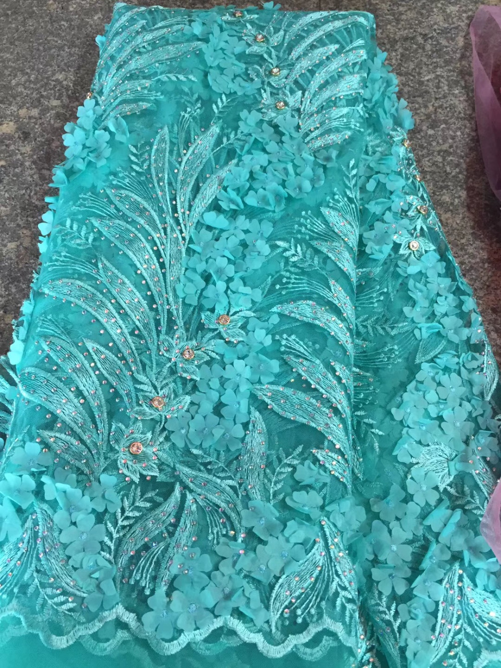 Hot vente de mode conçoit de haute qualité bleu 3D français dentelle tissu africain Tulle dentelle tissu avec de grandes pierres pour les matériaux de mariage