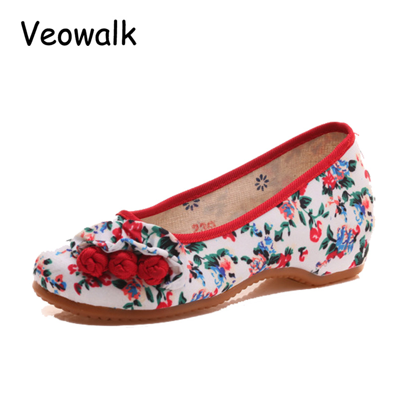 Veowalk Floral Printed Women Casual Denim Cotton Ballets Flats Fashion Chinese Buttons Design Ladies Slip on Canvas Shoes vintage embroidery women flats chinese floral canvas embroidered shoes national old beijing cloth single dance soft flats