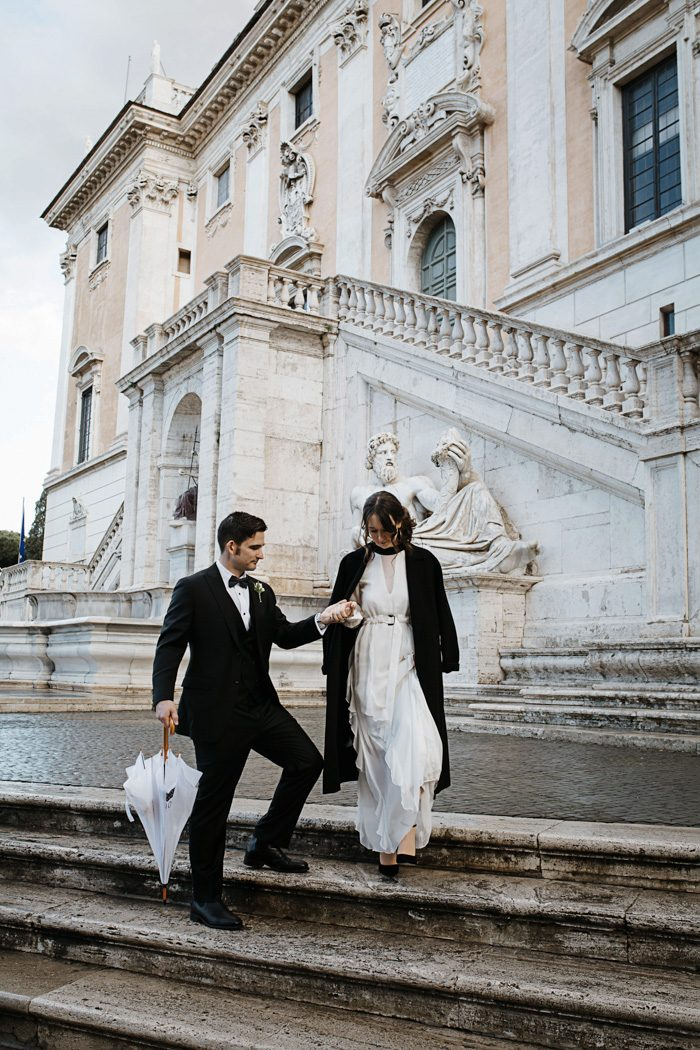 piazza-del-campidoglio-in-rome-was-the-perfect-wedding-destination-for-this-art-and-history-loving-couple-quince-and-mulberry-studios-38-700x1050