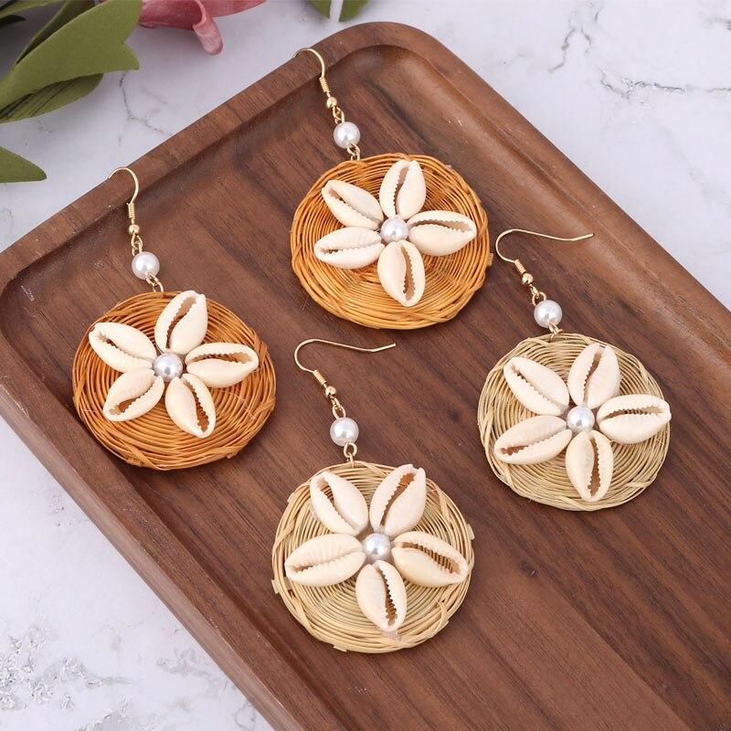 LEADERBEADS 2019 New Ethnic Handmade Rattan Knit Drop Earrings Women Girl Summer Beach Shell Natural Earrings Costume Jewelry