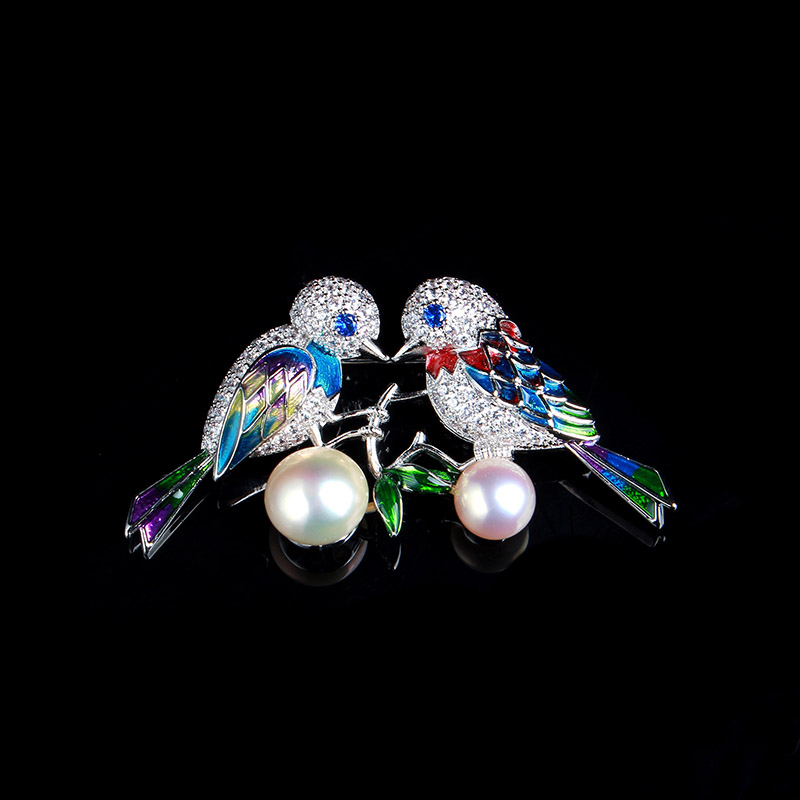 купить Antique Jewelry Enamel Bronze Natural Pearl Crystal Parrot Color Crystal Brooch Corsage Pendant genuine luxury недорого