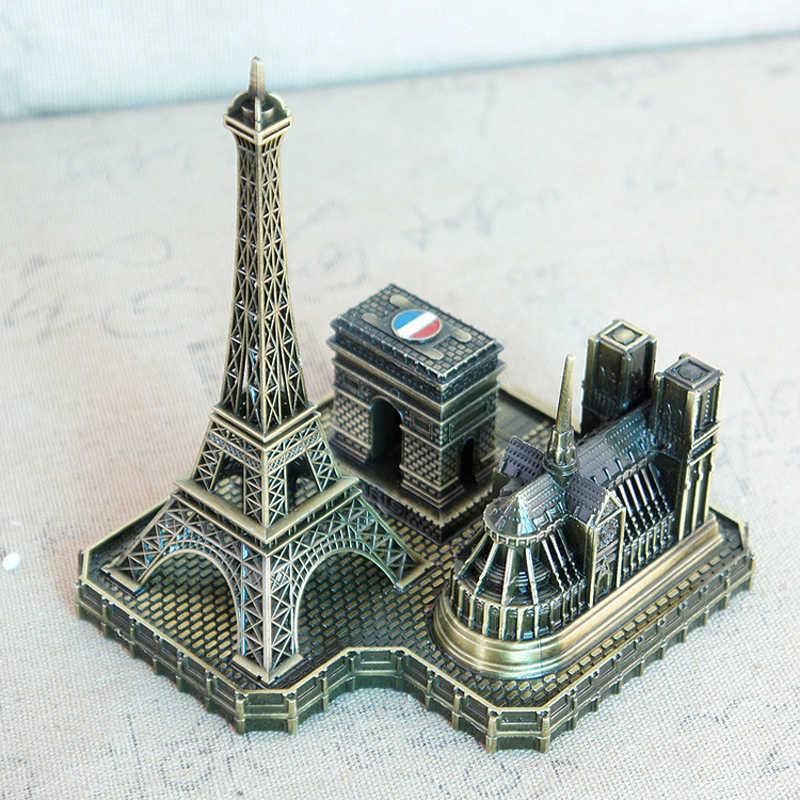 Парижская Башня Арка Триумфальная церковь Нотр-Дам де Пари Европейский французский туристический сувенир друг Позирует