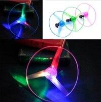 5 Pçs/lote grande Surpreendente Multicolor LED Light Arrow Foguete Helicóptero girar Brinquedo Voador Festa de Natal do Presente Do Divertimento