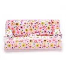 1 Juego de muebles para casa de muñecas en miniatura, sofá de tela de flores con 2 cojines para juguetes para jugar a las casitas